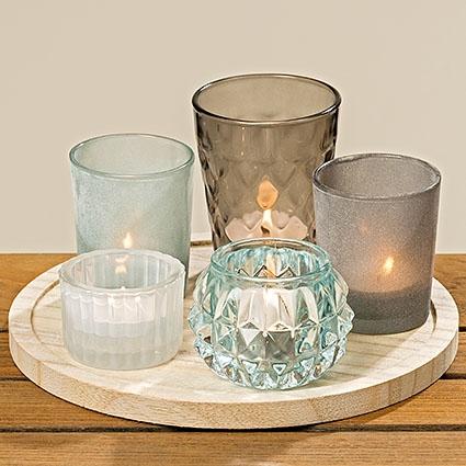 Dřevěný podnos se svícny a vázičkami